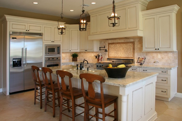 6-white-kitchen-mosaic-tiles-beige-walls