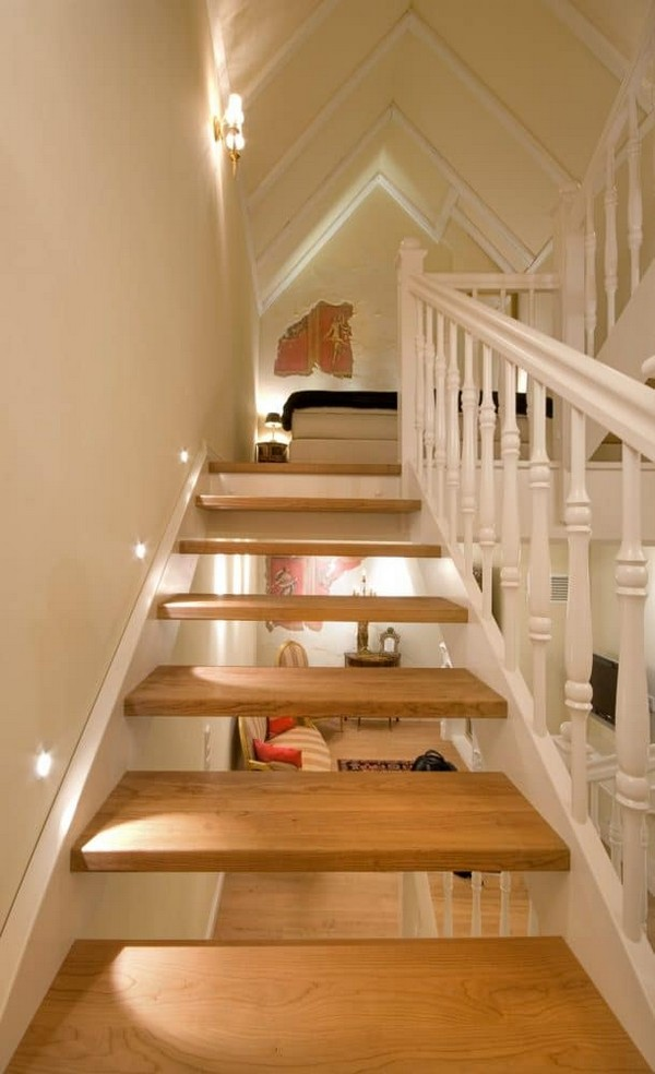 6-world's-smallest-hotel-guinness-book-records-staircase-wooden-stairs