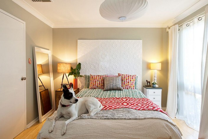 7-mismatched-different-nighstands-bedside-tables-eclectic-bedroom