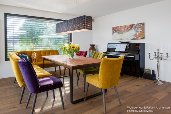 7-swiss-minimalist-modern-open-concept-dining-room-mismatched-multicolor-dining-chairs-piano-tall-candle-holder