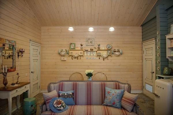 7-vintage-style-beige-and-turquoise-sauna-interior-rest-living-room-bird-theme-decor-pattern-stripy-sofa-smeg-refrigerator-retro-lamp-wooden-walls-decoupage-furniture