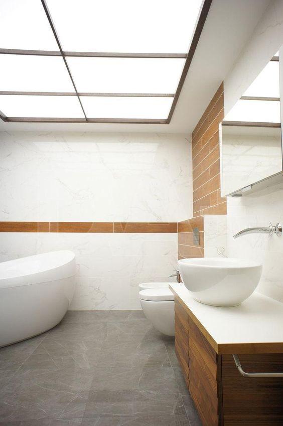 8-bathroom-interior-design-mirror-ceiling-modern-minimalist-style