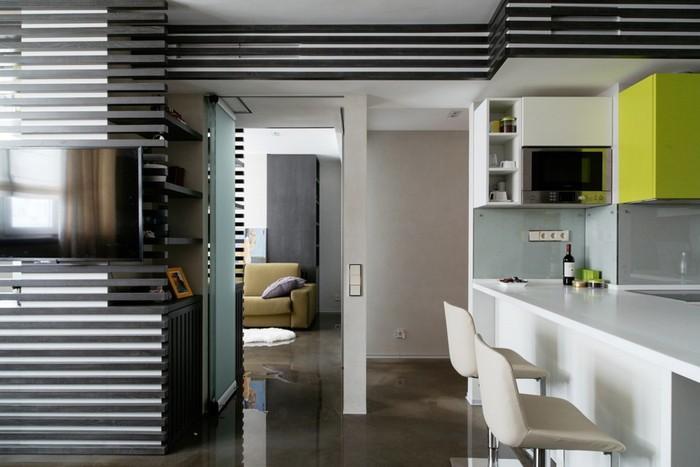 8-loft-style-interior-wooden-planks-load-bearing-pylon-masked