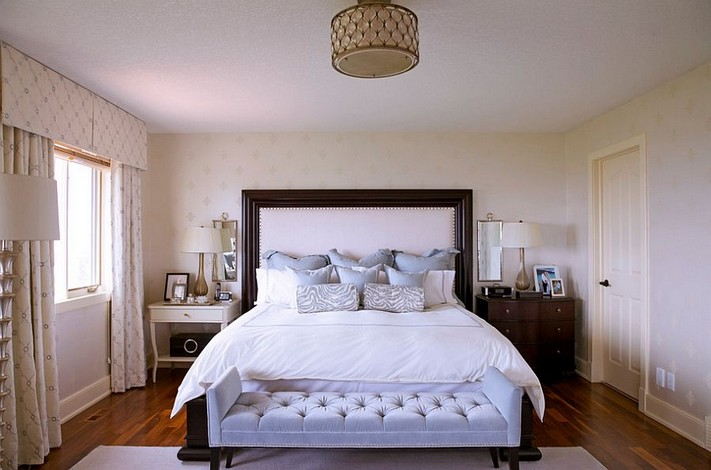 9-mismatched-different-nighstands-bedside-tables-classical-bedroom