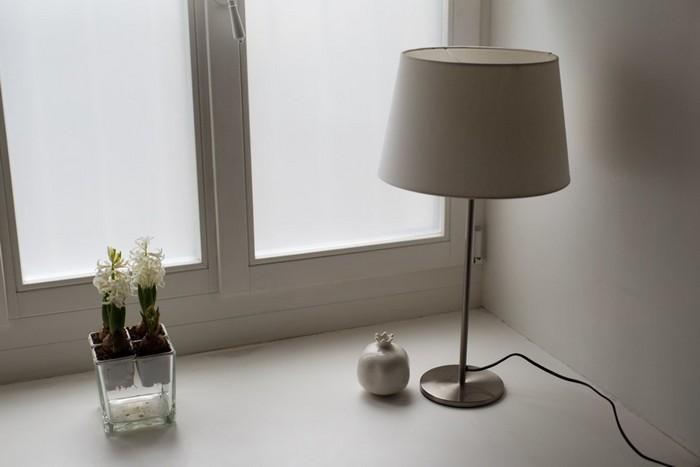 9-modern-minimalist-apartment-martnin-lights-lamp
