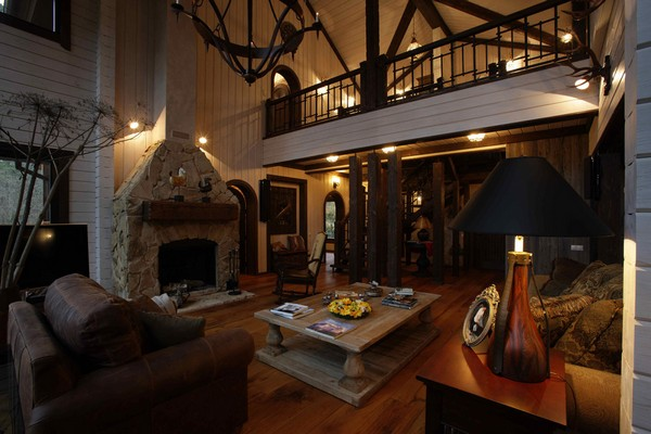 9-vintage-american-country-style-wooden-house-living-room-with-fireplace