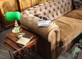 0-English-style-interior-design-green-desk-lamp-capitone-chester-sofa-home-decor-interior-accessories-at-Maison-&-Objet-2017-exhibition-trade-fair