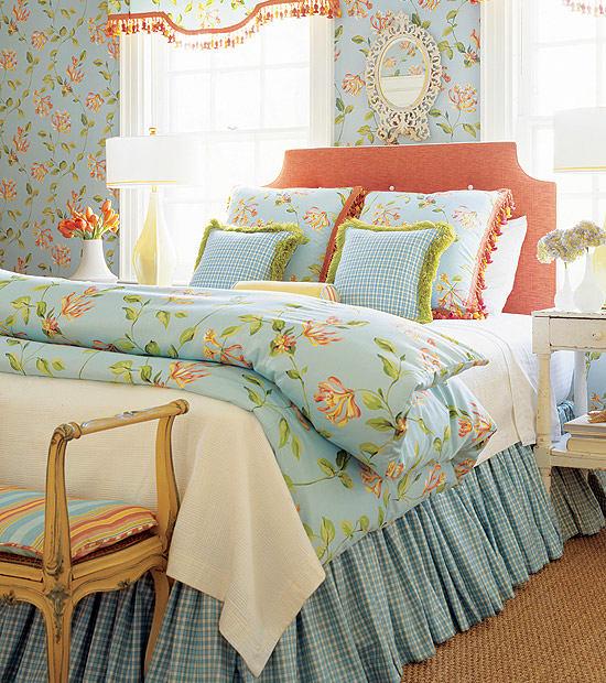 0-Provence-style-bedroom-interior-design-blue-bed-linen-floral-pattern-wallpaper