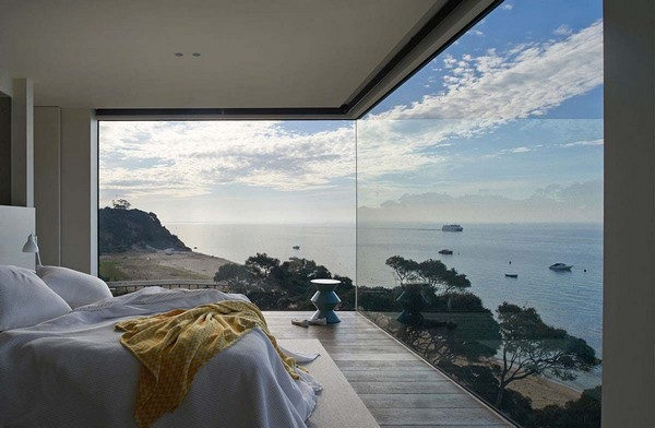0-bedroom-interior-design-with-ocean-sea-view-panoramic-windows-bed
