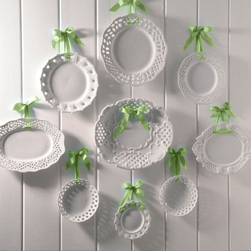 0-decorative-plate-hanging-on-wall-decor-ideas-white-lattice-green-ribbons