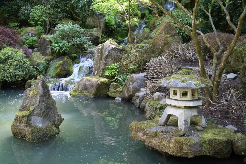 1-beautiful-Japanese-garden-pond-stone-lantern-waterfall