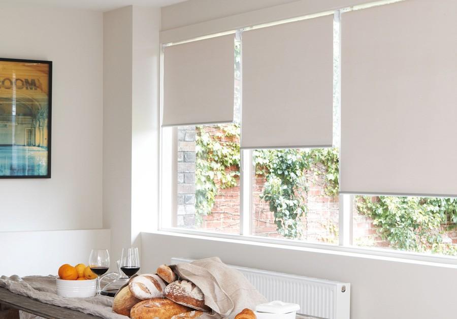 1-roller-blinds-in-kitchen-interior-design-window