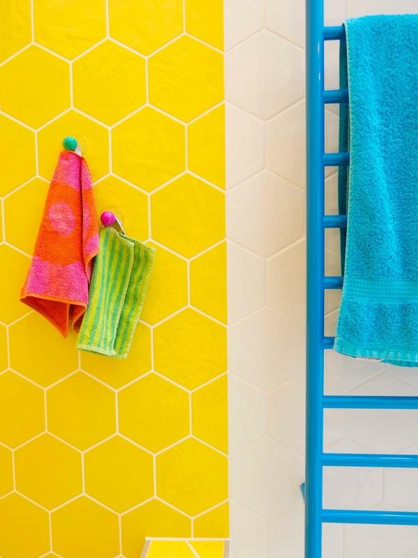 11-cheerful-yellow-bathroom-interior-design