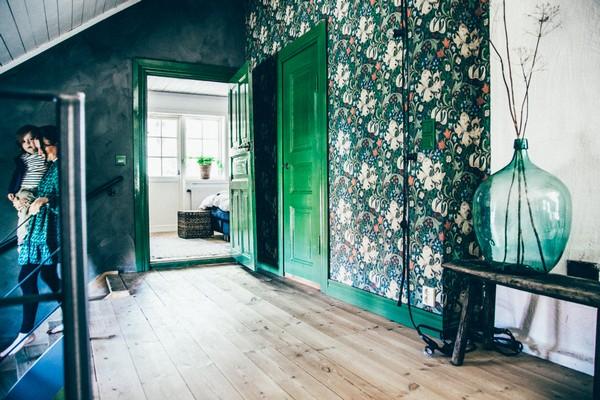14-Scandinavian-Sweden-bohemian-boho-chic-style-interior-design-green-doors-floral-pattern-wallpaper-staircase