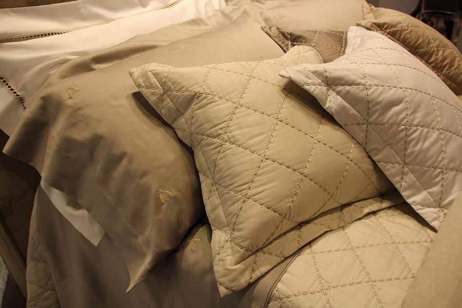 17-Mastro-Raphael-home-textile-at-Maison-&-Objet-2017-exhibition-trade-fair-beige-decorative-pillows