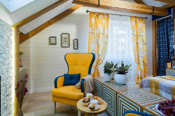 17-cheerful-blue-yellow-white-attic-bedroom-interior-design-ceiling-beams-3D-walls-skylight-curtains
