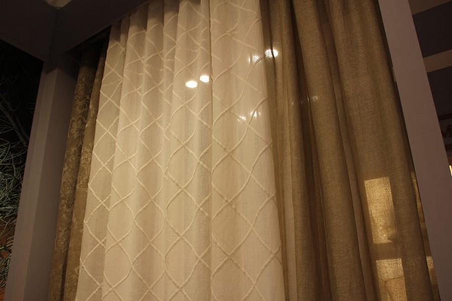 18-Mastro-Raphael-home-textile-at-Maison-&-Objet-2017-exhibition-trade-fair-beige-and-white-natural-curtains