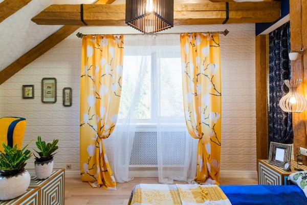 19-cheerful-blue-yellow-white-attic-bedroom-interior-design-ceiling-beams-curtains-blinds-3D-wall