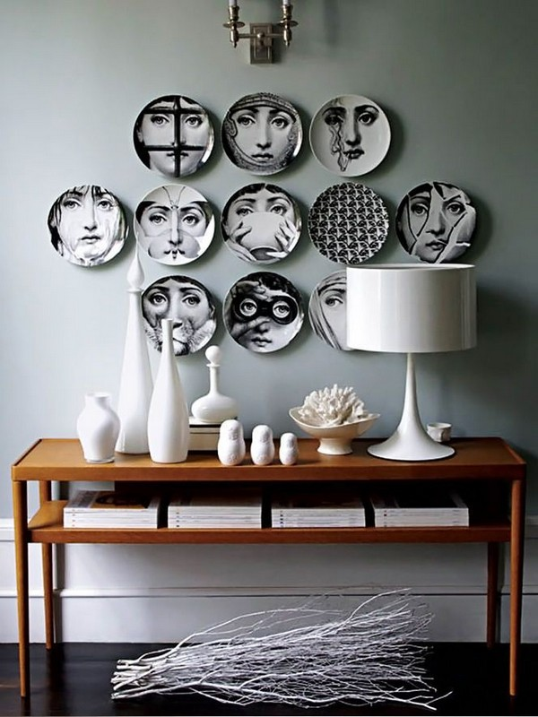 2-decorative-plate-hanging-on-wall-decor-ideas-black-and-white-human-faces