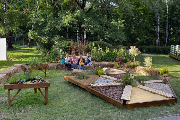 2-mobile-sensory-garden-in-big-city-park