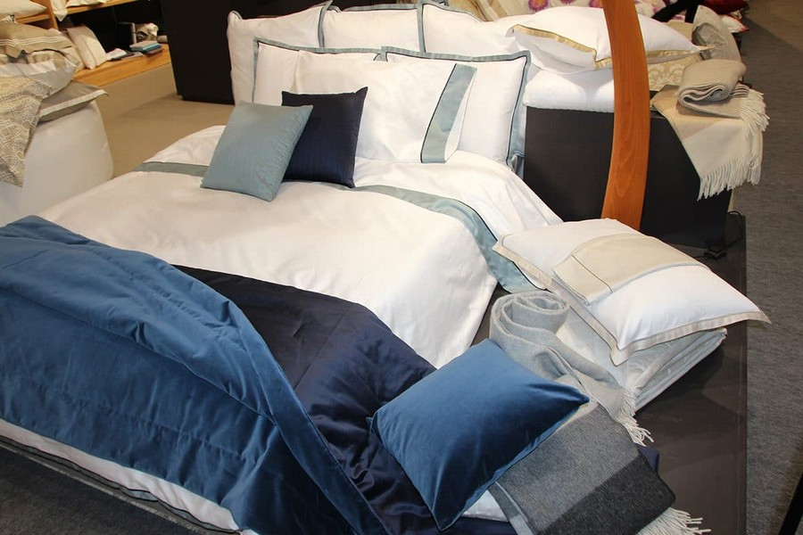 21-Signoria-Firenze-home-textile-at-Maison-&-Objet-2017-exhibition-trade-fair-white-and-blue-bed-linen