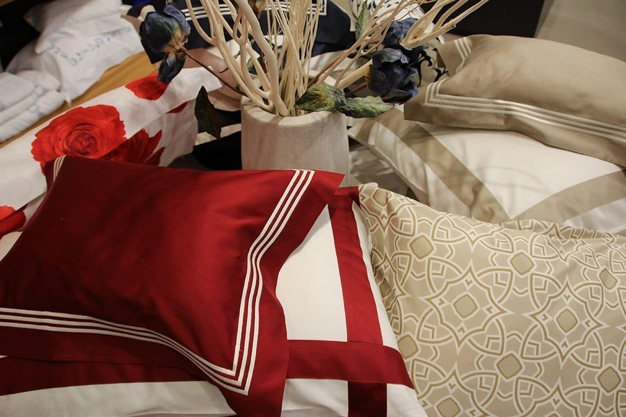 22-Signoria-Firenze-home-textile-at-Maison-&-Objet-2017-exhibition-trade-fair-red-and-white-beige-pillows