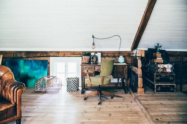 23-Scandinavian-Sweden-bohemian-boho-chic-style-interior-design-living-room-white-walls-attic-floor-green-arm-chair-wooden-ceiling-decor-desk-vintage-suitcases