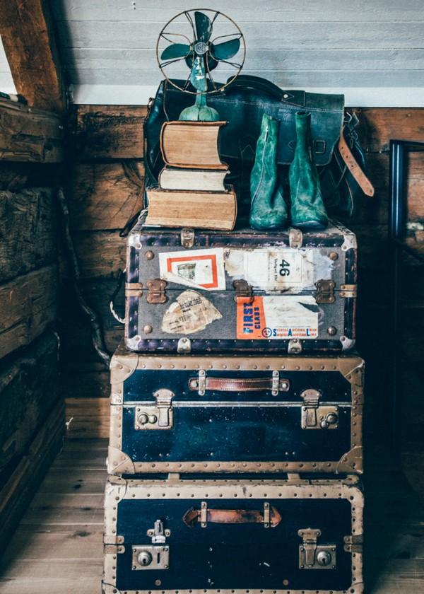 24-Scandinavian-Sweden-bohemian-boho-chic-style-interior-design-decor-vintage-piled-old-suitcases-fan-boots