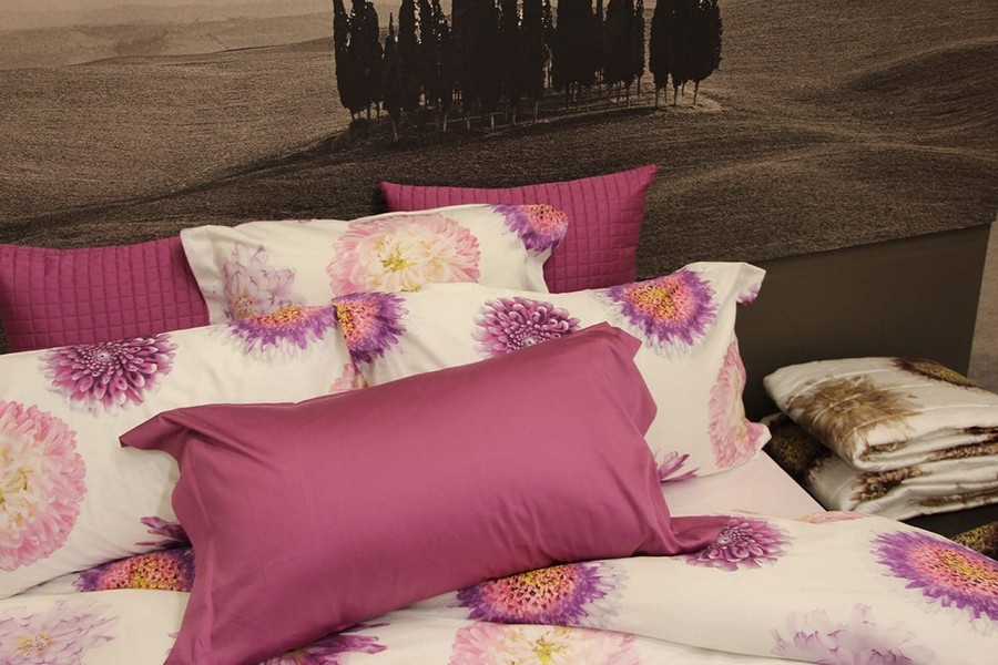 24-Signoria-Firenze-home-textile-at-Maison-&-Objet-2017-exhibition-trade-fair-purple-pink-and-white-bed-linen-spring-floral-motives