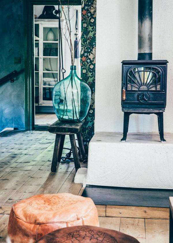 26-Scandinavian-Sweden-bohemian-boho-chic-style-interior-design-stove