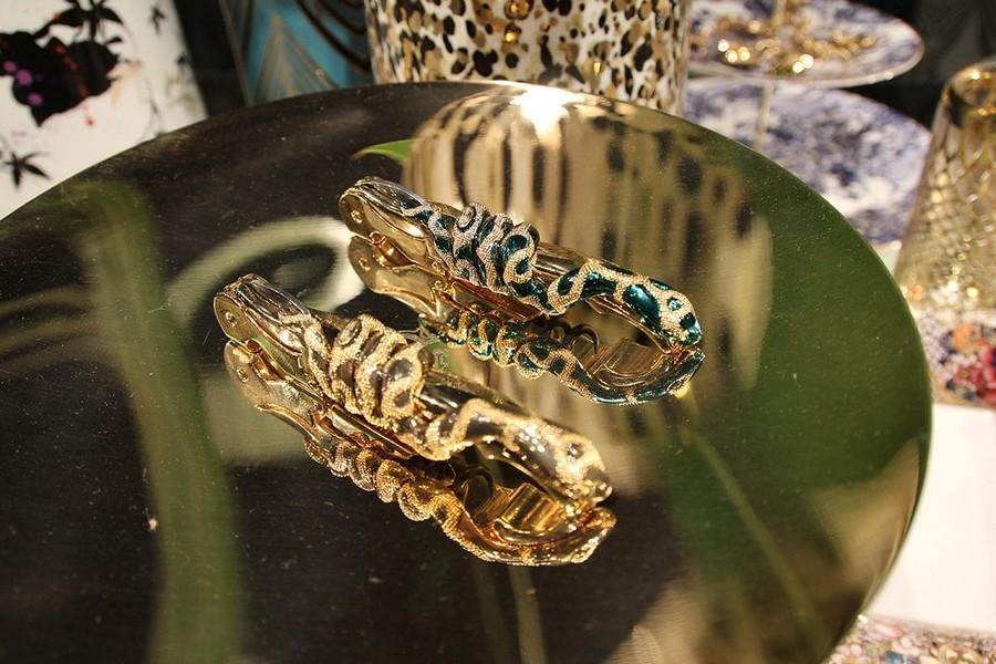 3-Roberto-Cavalli-Home-Luxury-Tableware-luxury-tableware-kitchen-table-settings-design-at-Maison-and-&-Objet-2017-Exhibition-trade-fair-Paris-golden-snakes