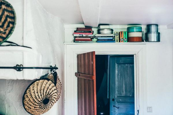 3-Scandinavian-Sweden-bohemian-boho-chic-style-interior-design-white-walls