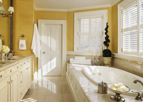 3-cheerful-white-and-yellow-bathroom-interior-design-window-shutters-classical-style