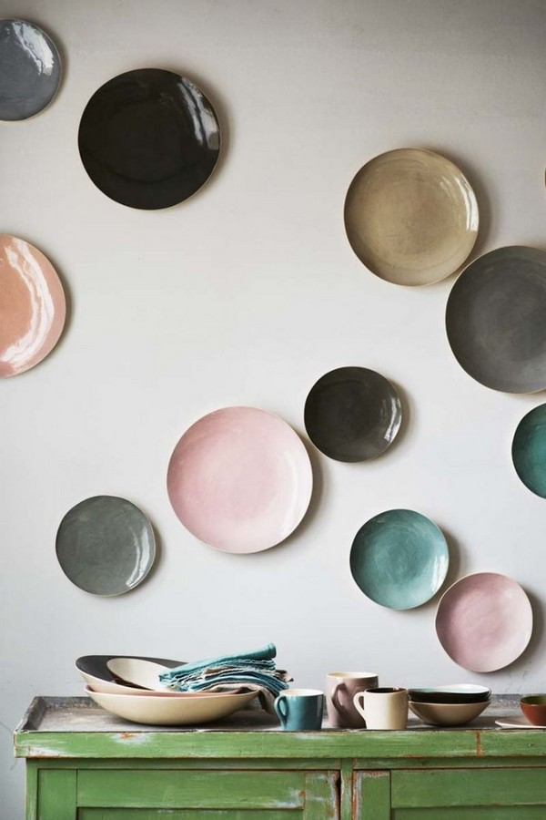 3-decorative-plate-hanging-on-wall-decor-ideas-asymmetrical-multicolor