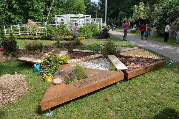 3-mobile-sensory-garden-in-big-city-park