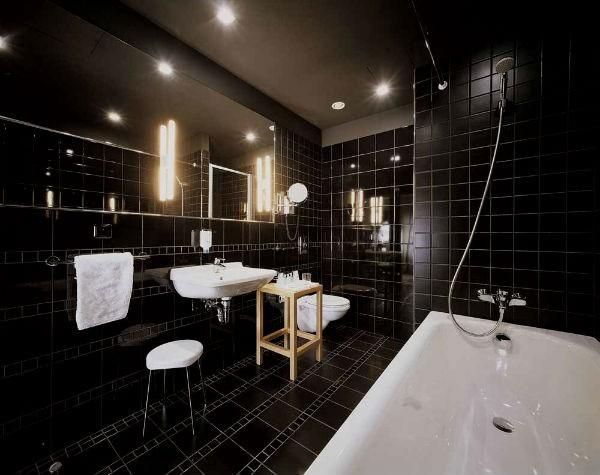 4 (2)-black-and-white-bathroom-interior-design-tiles-bathtub-toilet-wash-basin