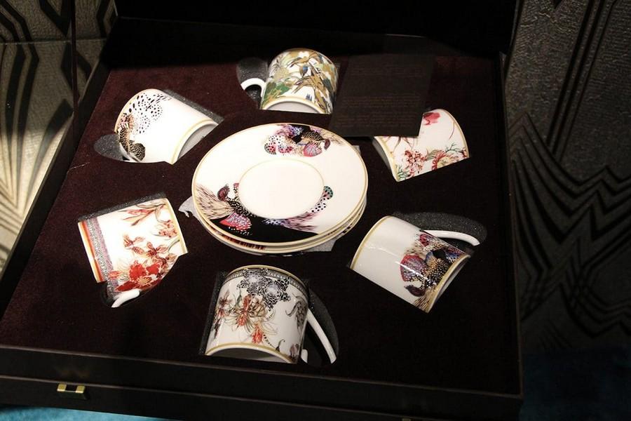 4-Roberto-Cavalli-Home-Luxury-Tableware-luxury-tableware-kitchen-table-settings-design-at-Maison-and-&-Objet-2017-Exhibition-trade-fair-Paris-china-tea-set