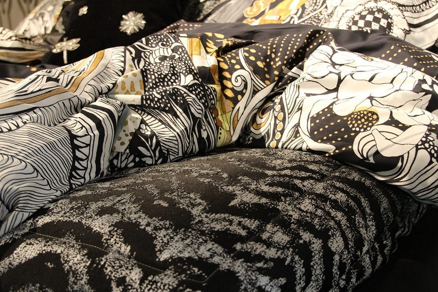 4-Trussardi-Home-Linen-and-Roberto Cavalli-home-textile-at-Maison-&-Objet-2017-exhibition-trade-fair-white-yellow-black-bed-linen