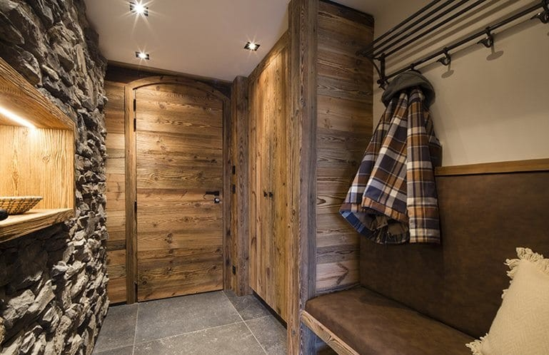 4-chalet-style-interior-design-stone-wood-changing-room-entry