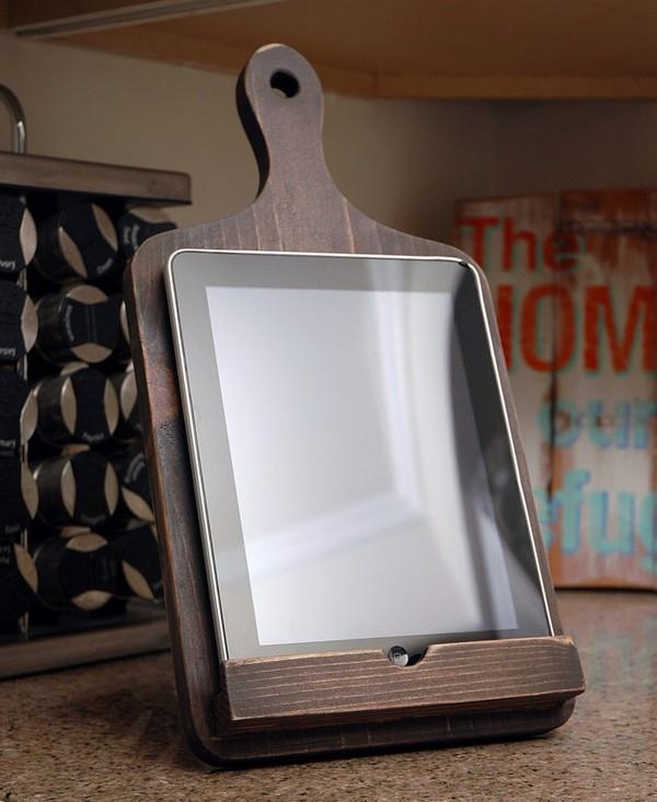 5-recipe-organization-storage-ideas-wooden-kitchen-tablet-holder