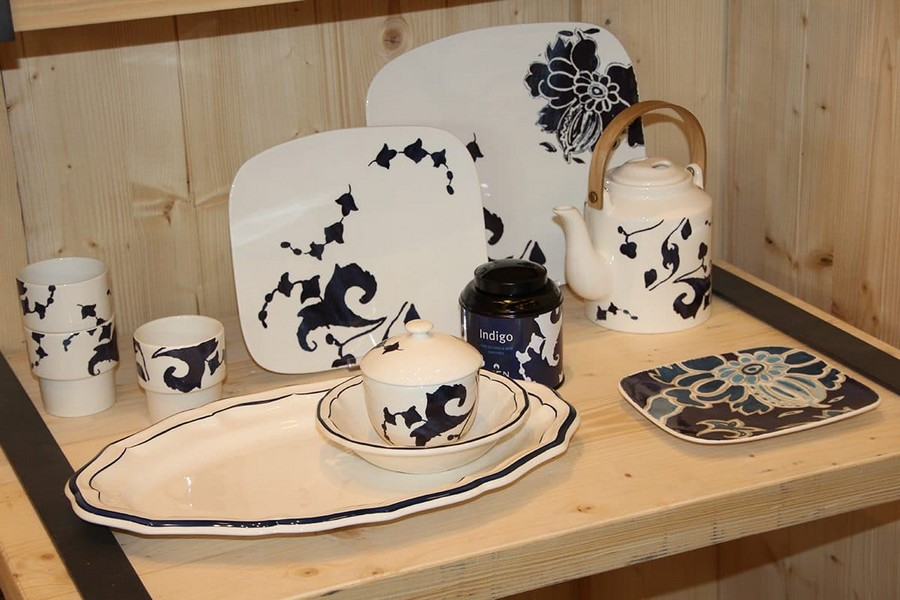 6-Gien-luxury-tableware-kitchen-table-settings-design-at-Maison-and-&-Objet-2017-Exhibition-trade-fair-Paris-blue-floral-motives