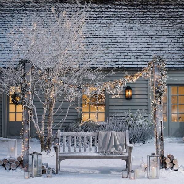 6-beautiful-garden-in-winter-wooden-bench-Christmas-lights-garland