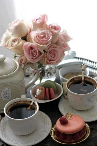6-beautiful-romantic-table-setting-for-Valentine's-Day-ideas-pink-roses-macarone