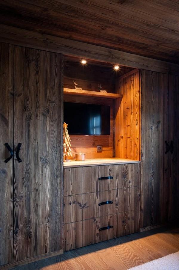 6-total-wooden-chalet-style-apartment-bedroom-interior-design-built-in-wooden-closet-wardrobe