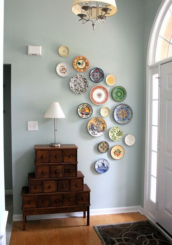 7-asymmetrical-decorative-plate-hanging-on-wall-decor-ideas-chest-of-drawers
