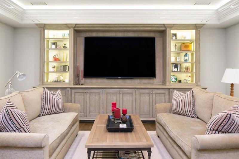 7-beige-living-room-interior-design-recessed-shelves-big-TV-set-two-sofas-coffee-table-stripy-decorative-pillows