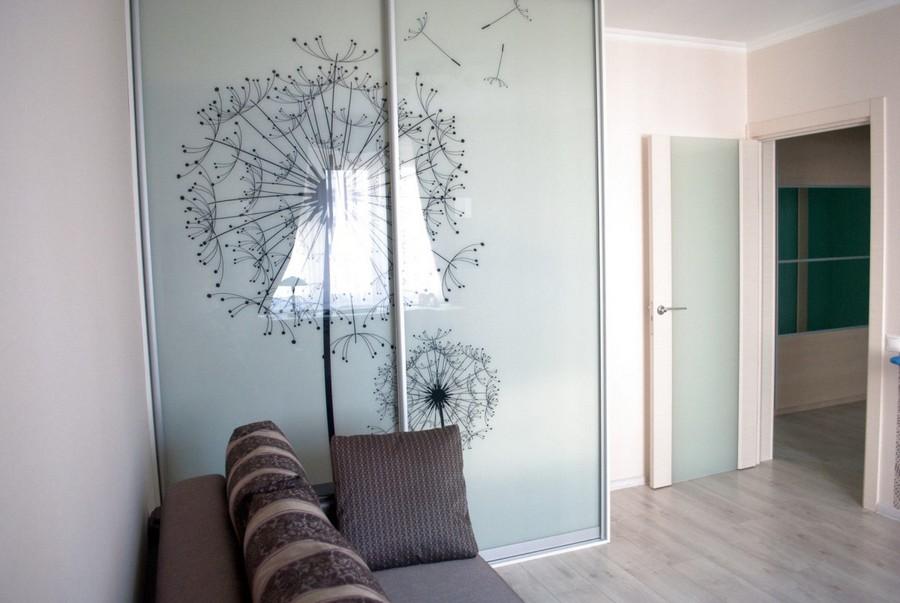 7-dandelion-pattern-built-in-closet-door-painting