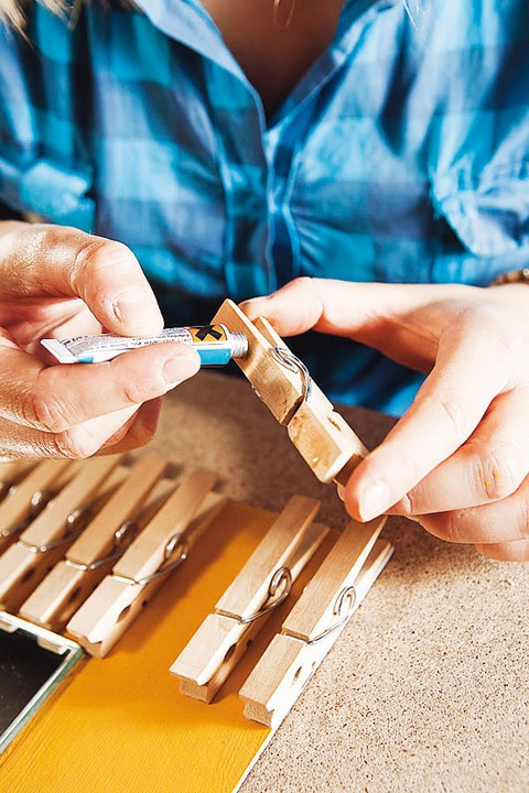 8-DIY-hand-made-mirror-frame-wooden-clothes-pins-pegs-eco-style