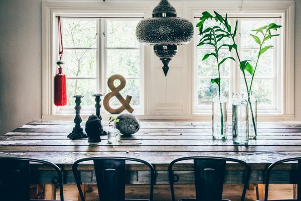 8-Scandinavian-Sweden-bohemian-boho-chic-style-interior-design-dining-table-window-decor