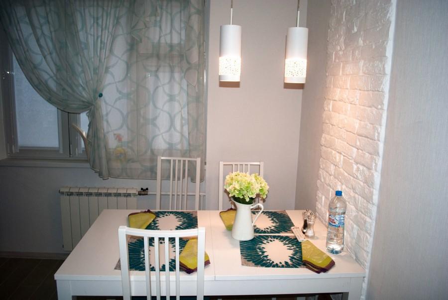 8-aqua-marine-blue-and-white-kitchen-interior-design-faux-brick-wall-dining-table-pendant-lamps-napkins-table-setting